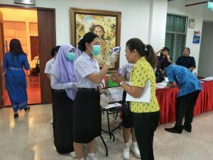 คณะพยาบาลศาสตร์ลงพื้นที่คัดกรองโรค COVID-19 ผู้เข้าร่วมประชุมจัดทำแผนบูรณาการพัฒนาการจัดการศึกษาทุกช่วงวัย จังหวัดเพชรบุรี วันที่ 13 มีนาคม 2563