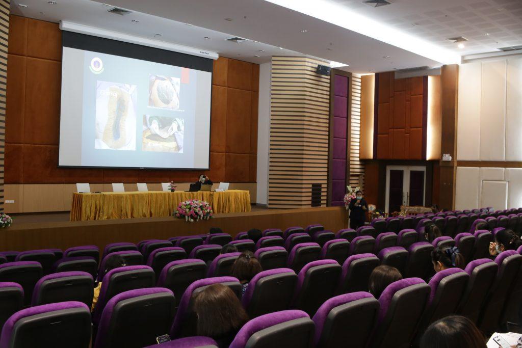 คณะพยาบาลศาสตร์ฯ ร่วมกับโรงพยาบาลพระจอมเกล้า จังหวัดเพชรบุรี จัดประชุมเชิงปฏิบัติการ เรื่อง การพยาบาลออสโตมีและแผล : Ostomy and Wound Management